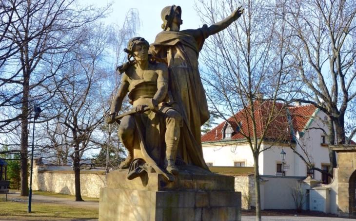 Vyšehrad pod ochranou Myslbekových monumentů