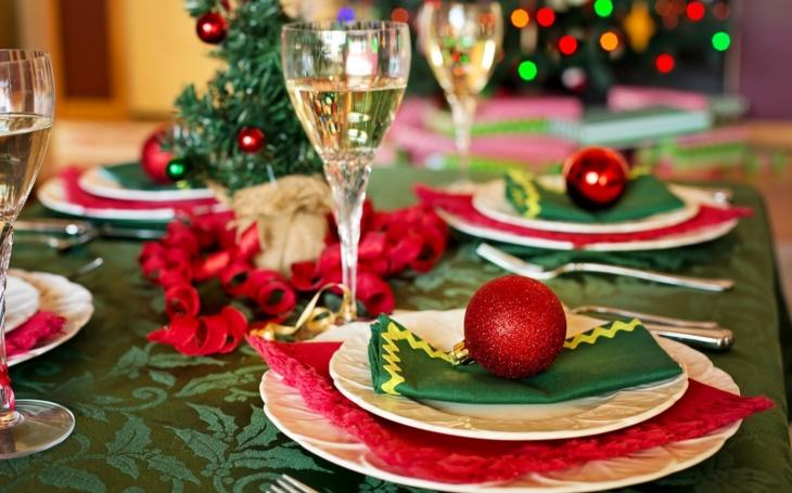 Češi na Vánoce ujíždějí na kaprovi a salátu. Jak to je jinde ve světě?