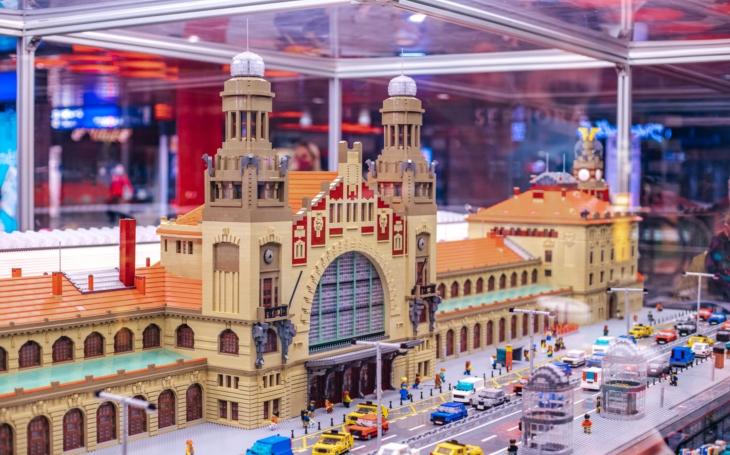 Hlavní nádraží má svou věrnou kopii z Lega