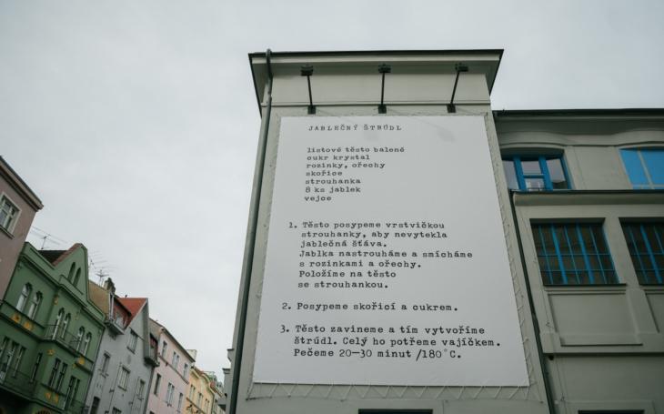 Galerie Vzlet představuje svůj první projekt - obří recept na štrúdl